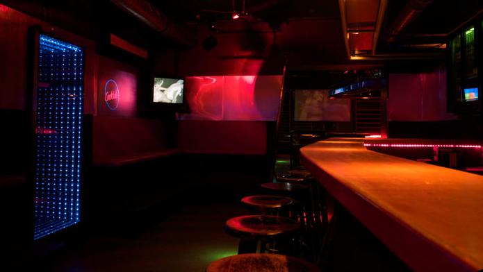 tom 39 s bar berlin charlottenburg in berlin. Black Bedroom Furniture Sets. Home Design Ideas