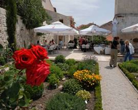 Srednjovjekovni samostanski mediteranski vrt Sv. Lovre café&restaurant